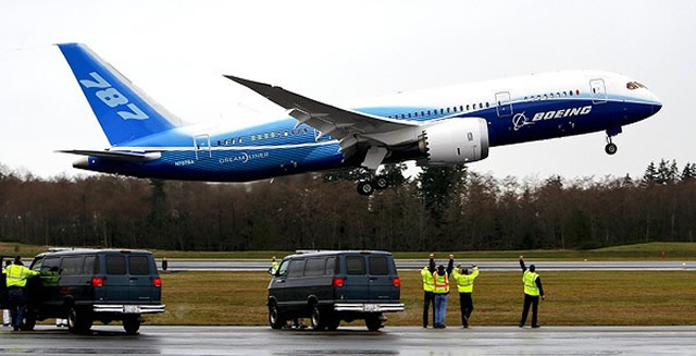 boeing 787 takes off on its maiden flight