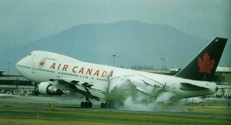 air canada 747 fuselage explosion on landing