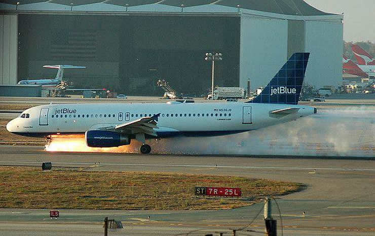 jetblue a320 nose gear failure on landing