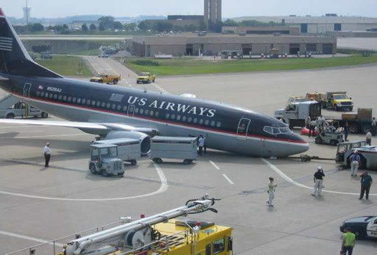 us airways 737 nose gear failure