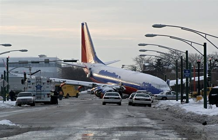 southwest 737 crash off runway