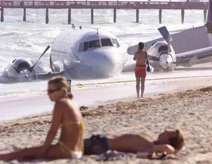 convair crashes into ocean beach