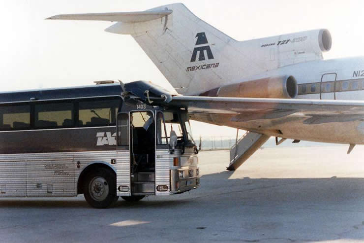mexicana boeing 727 strikes bus