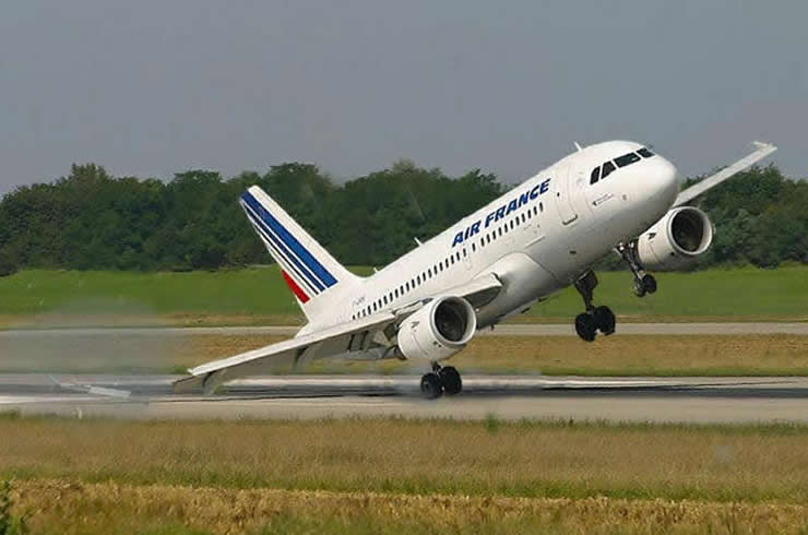 air france a320 wintip strike on takeoff