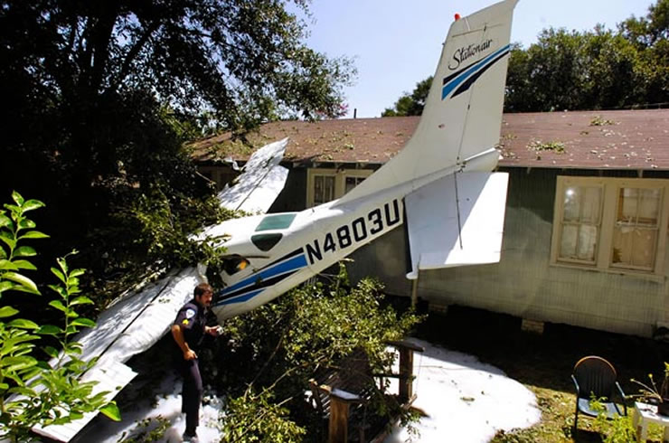 cessna crashes into backyard pool