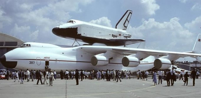 AN-225 with soviet russian space shuttle