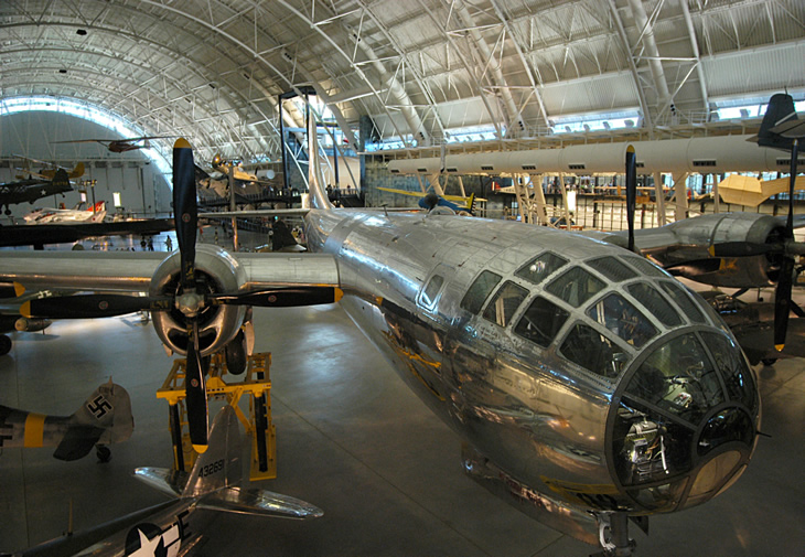 the enola gay in the smithsonian museum