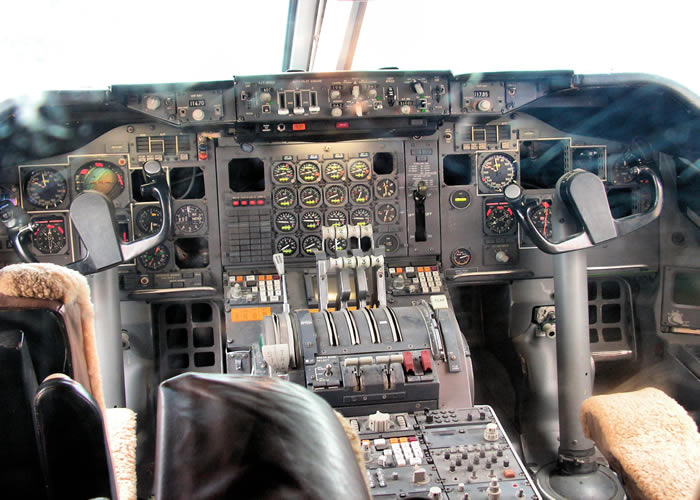 Boeing 747 cockpit with old style gauges