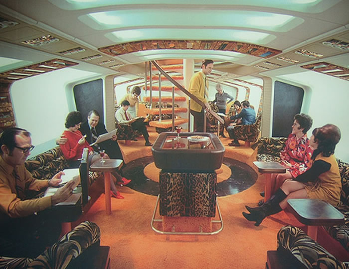 upper deck interior picture on a Boeing 747