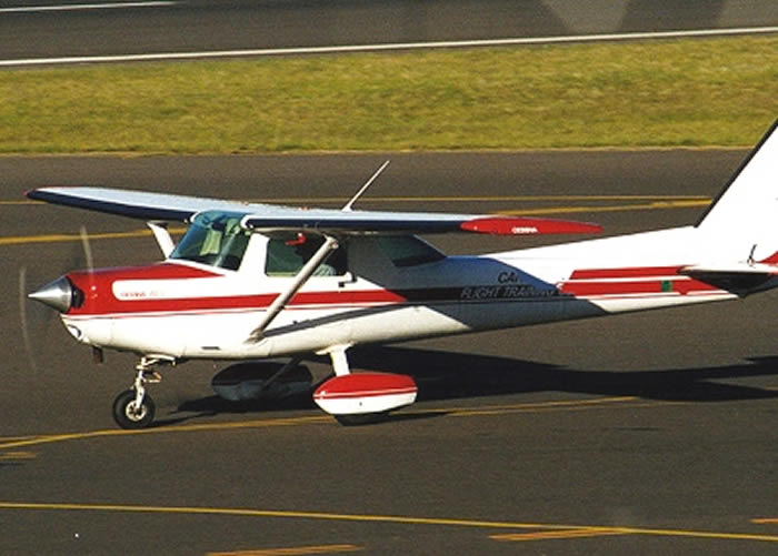 cessna 152 taxiing