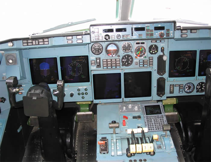 russian il-96 cockpit photo