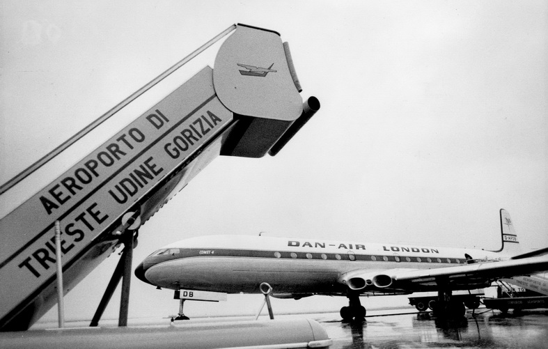 de havilland comet dh-106 airplane danair london