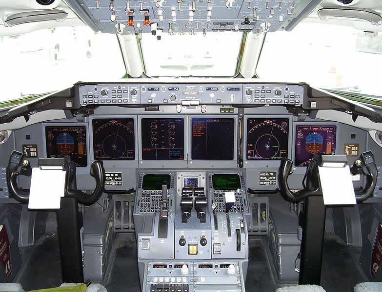 AirTran Boeing 717 Cockpit Photo