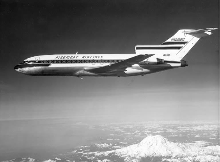 Piedmont Airlines Boeing  727 in flight