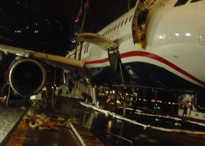US AIRWAYS AIRBUS A320 AIRLINER FLIGHT 1549 EMERGENCY LANDING ON THE HUDSON PICTURE
