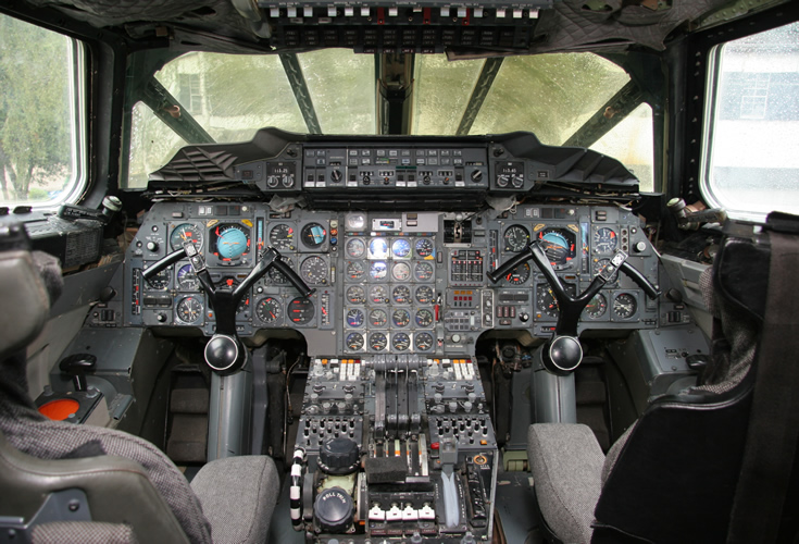 picture of the concorde cockpit