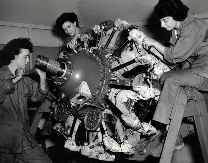 woman in the 1940s working on a wwii aircraft engine