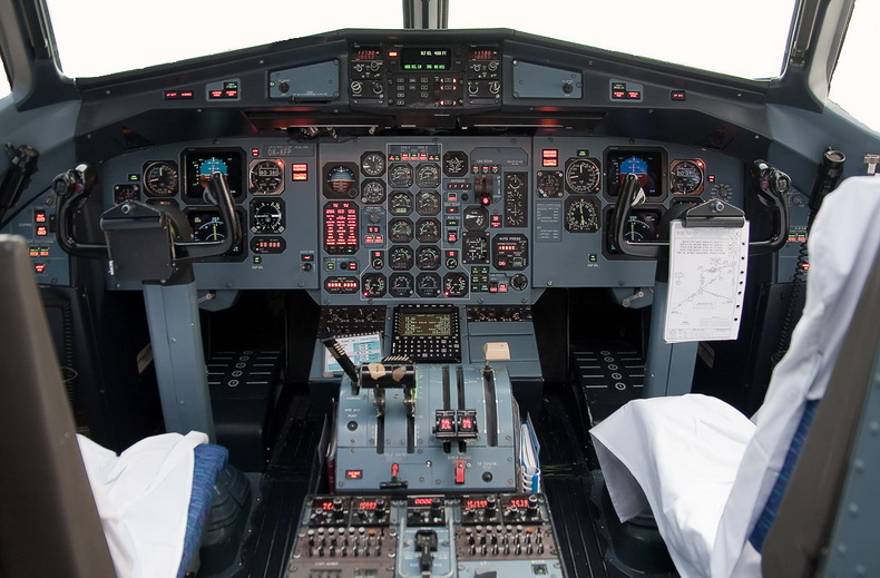 ATR 42 TURBOPROP AIRCRAFT COCKPIT PHOTO