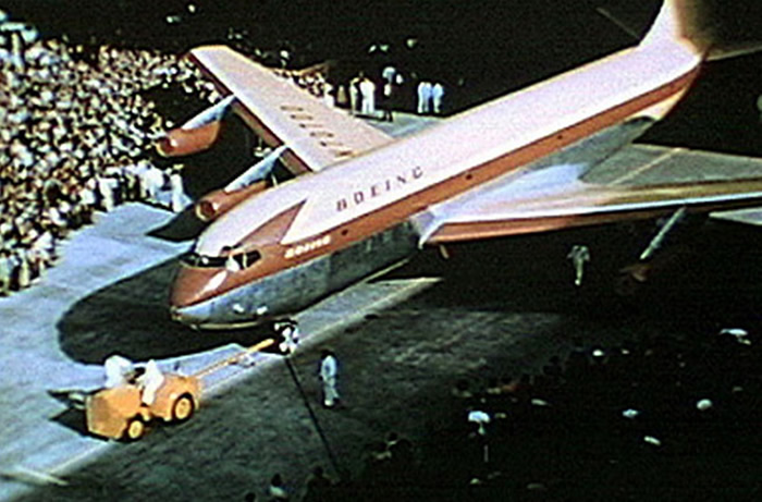 b707 roll out from boeing factory