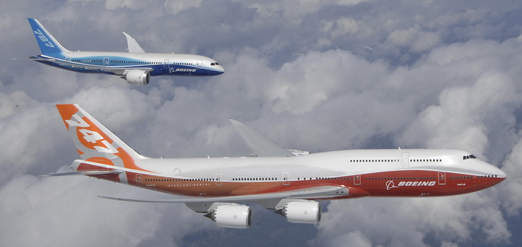 Boeing 787 and Boeing 747-8 In Flight