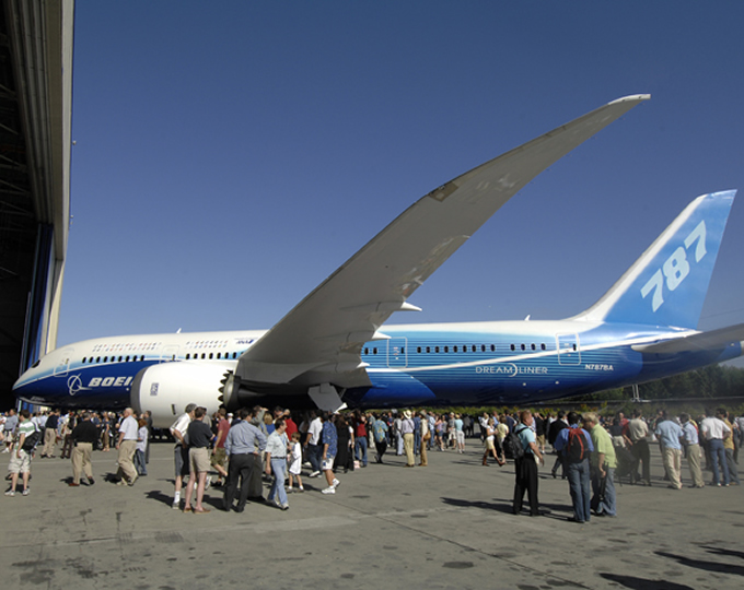 787 dreamliner rollout