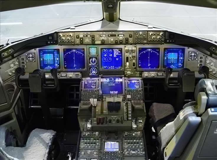 boeing 777 cockpit photo