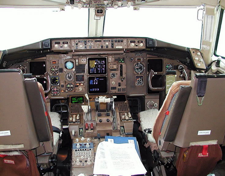 DHL 757 Cockpit Photo