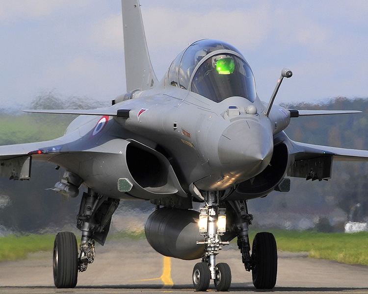 dassault rafale in afterburner ready for takeoff on bombing run