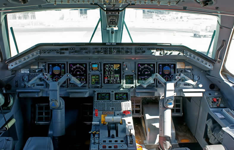 embraer erj145 jet cockpit photo