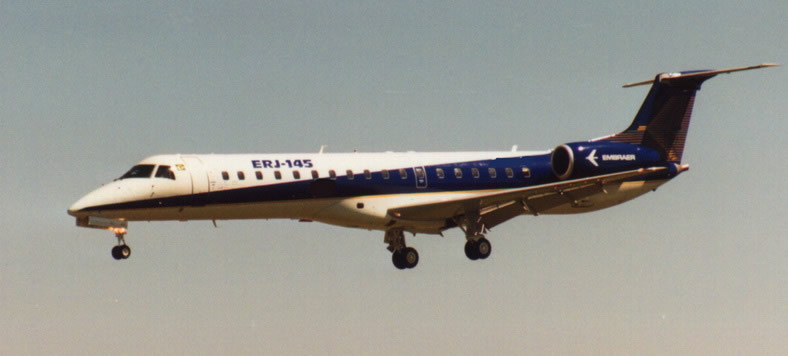 embraer erj145 jet inflight