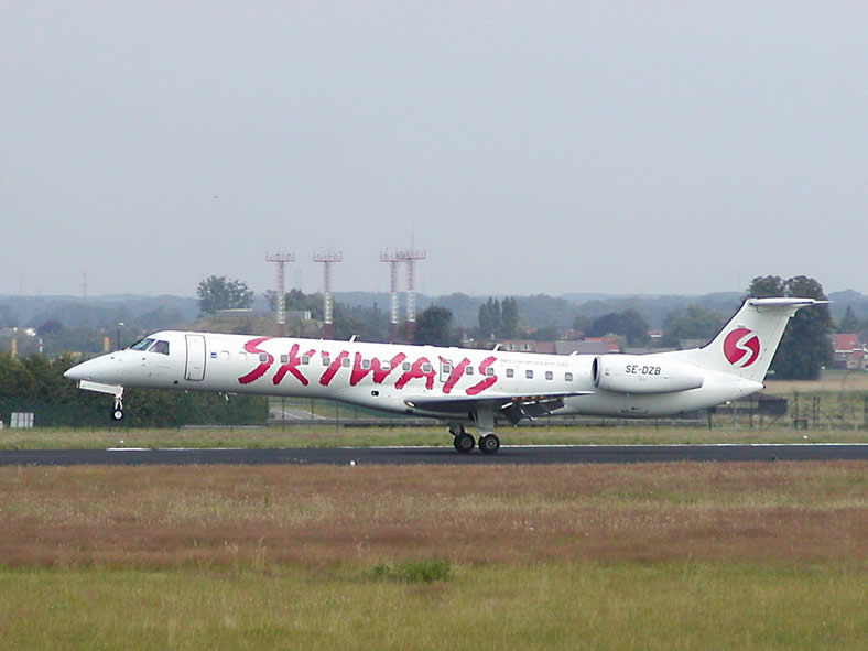 erj-145 jet for skyways airlines