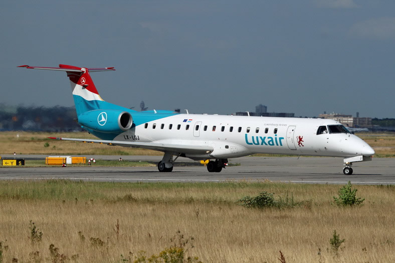 embraer erj145 jet luxair airlines