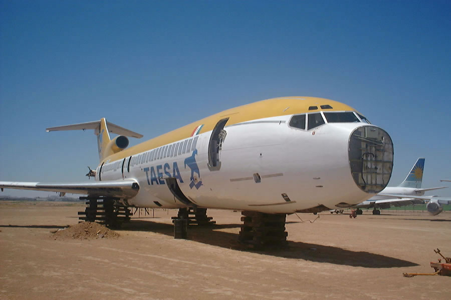 boeing 727 in aircraft boneyard Taesa Airlines of Mexico