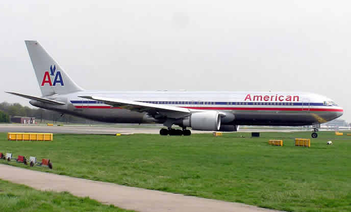 american airlines boeing 777 fixed wing aircraft