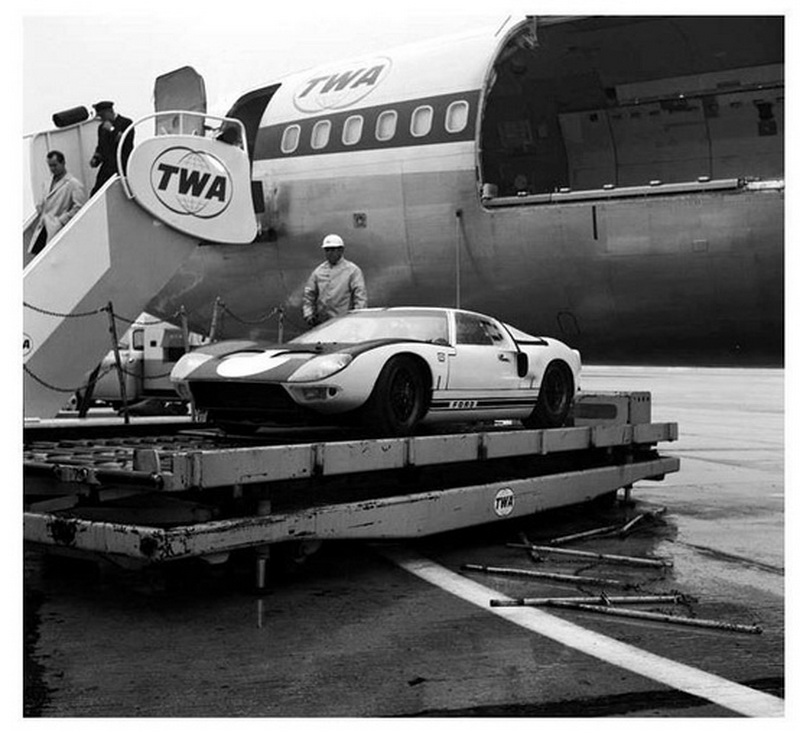 twa airlines boeing 727 unloading a ford gt sports car